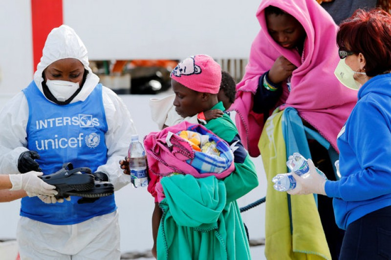 Nearly 1,300 rescued migrants arrive in Sicily over weekend