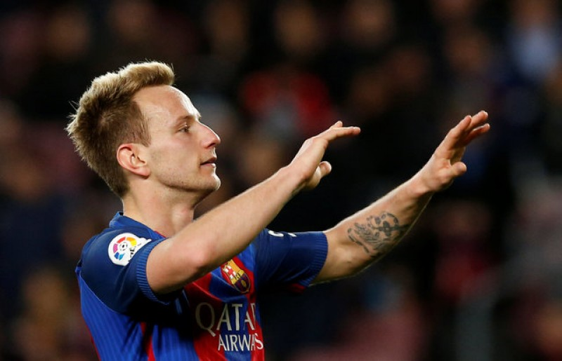 Rakitic agrees new deal with Barcelona after 'crazy' win over PSG
