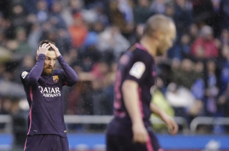 Barca stunned by Deportivo, Ramos heads Real top