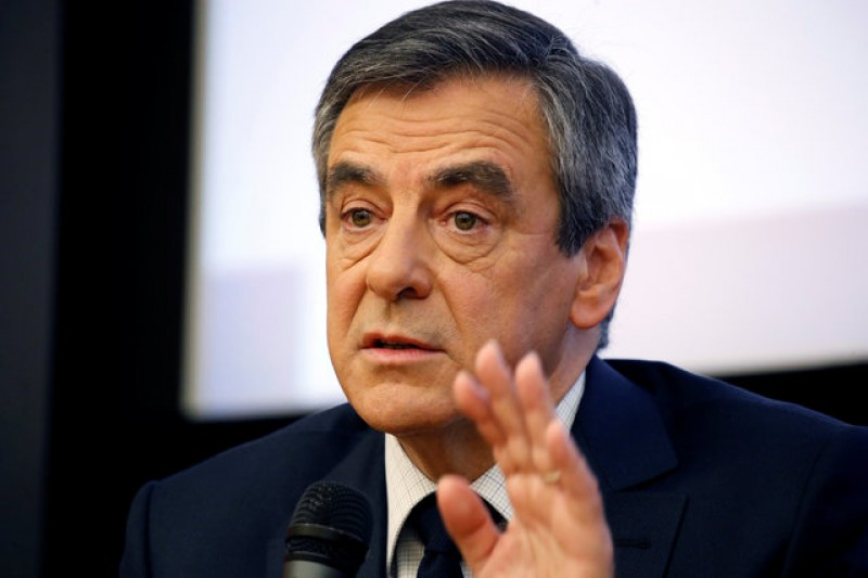 Fillon's party apologises for anti-Semitic attack on French rival Macron