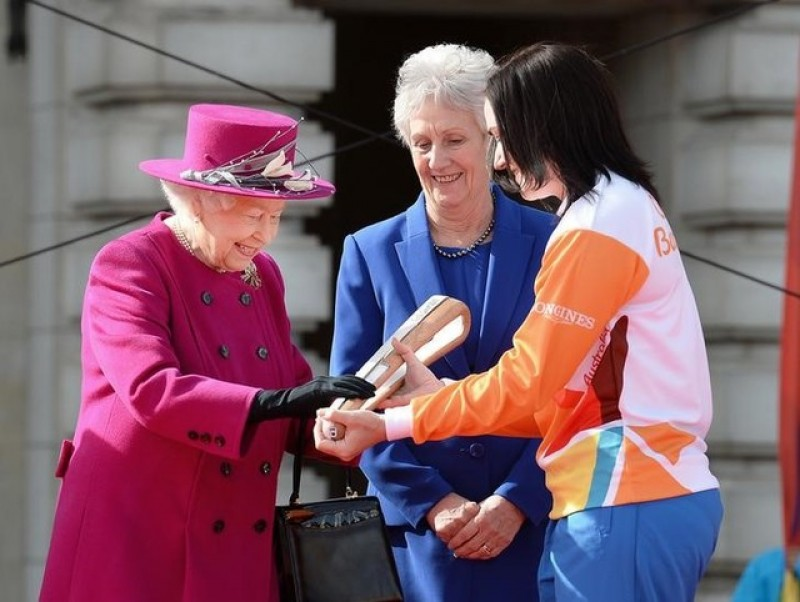 Queen launches Commonwealth Games relay as Durban pulls out of 2022