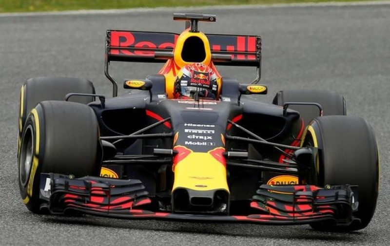 Verstappen to push Ricciardo to the max
