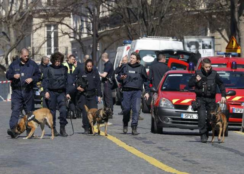 Letter bomb at IMF's Paris office injures woman employee