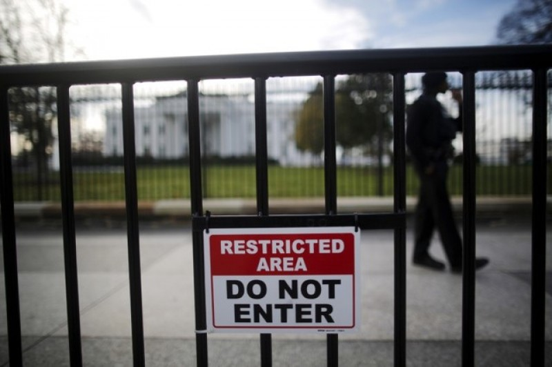Man arrested after claiming bomb at White House gates