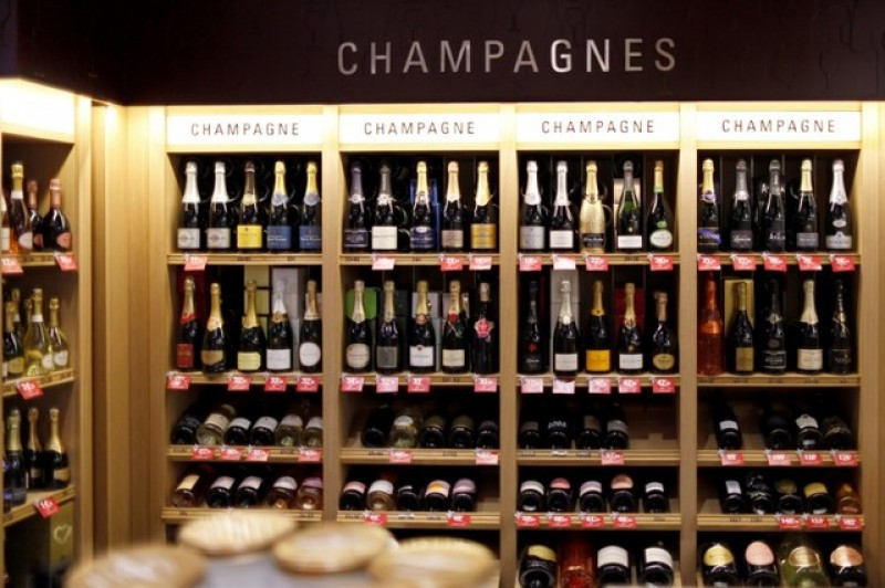 Champagne producers blame Brexit for 2016 sales decline