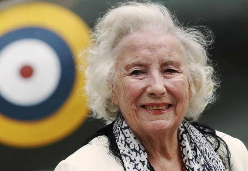 Singer Vera Lynn, voice of hope in wartime Britain, turns 100