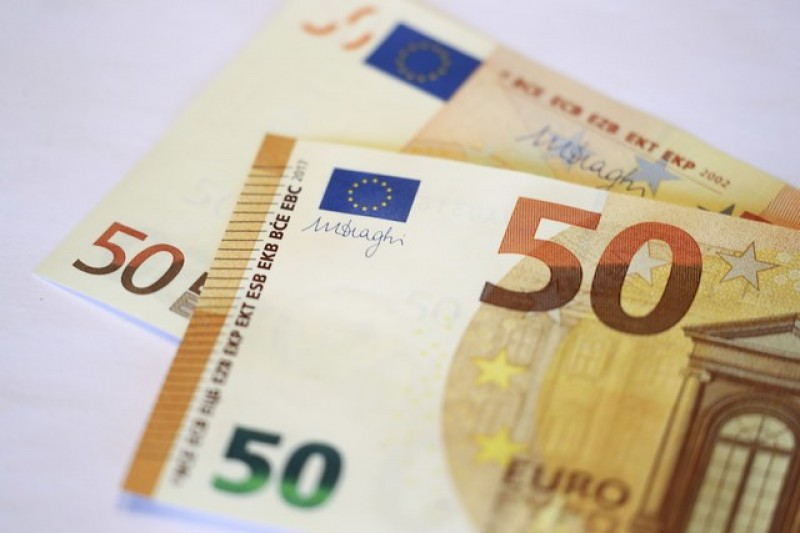 French presidential debate lifts euro to six-week highs