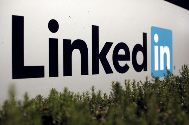 LinkedIn tries to hook more users with business news section