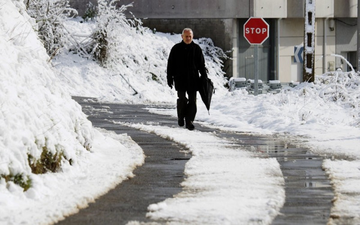 Galicia freezes in early spring snow