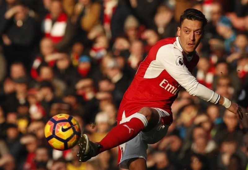 'Comfortable' Ozil soon to decide on his Arsenal future