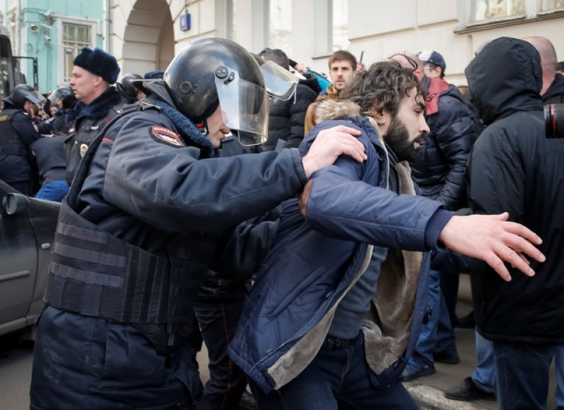 Kremlin rejects U.S., EU calls to free detained opposition protesters