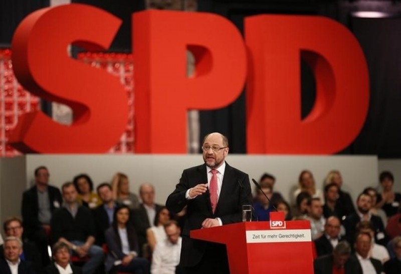 Merkel's conservatives and SPD neck-and-neck in latest poll