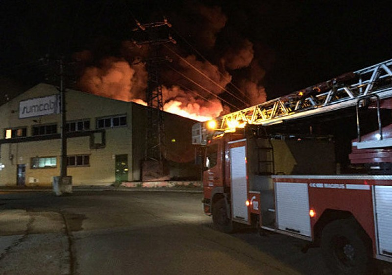 Handbag and glove warehouse in Getafe gutted by fire