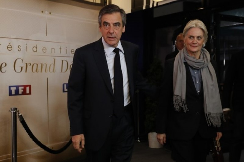 French presidential candidate Fillon suffers new setback as wife investigated