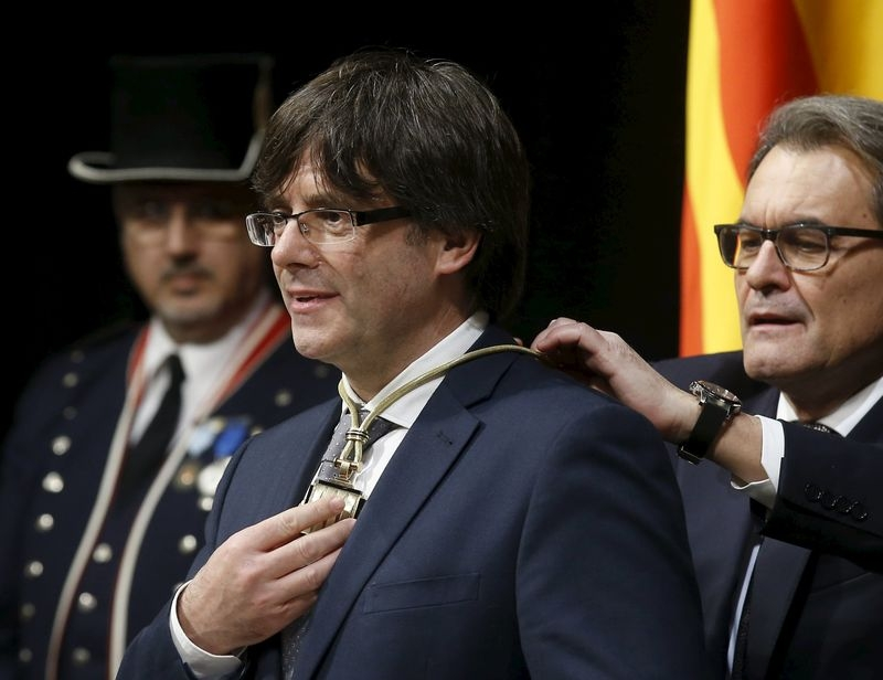 New Catalan leader moves away from unilateral independence declaration