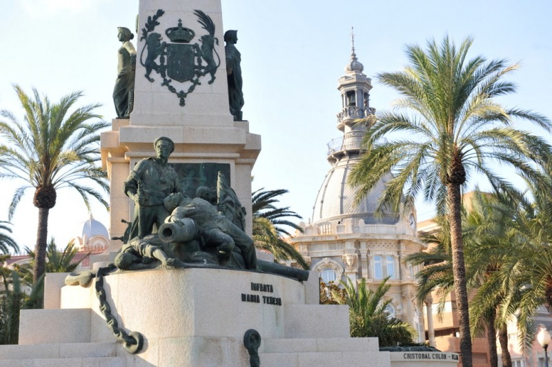 The monument to the Héroes de Cavite in Cartagena