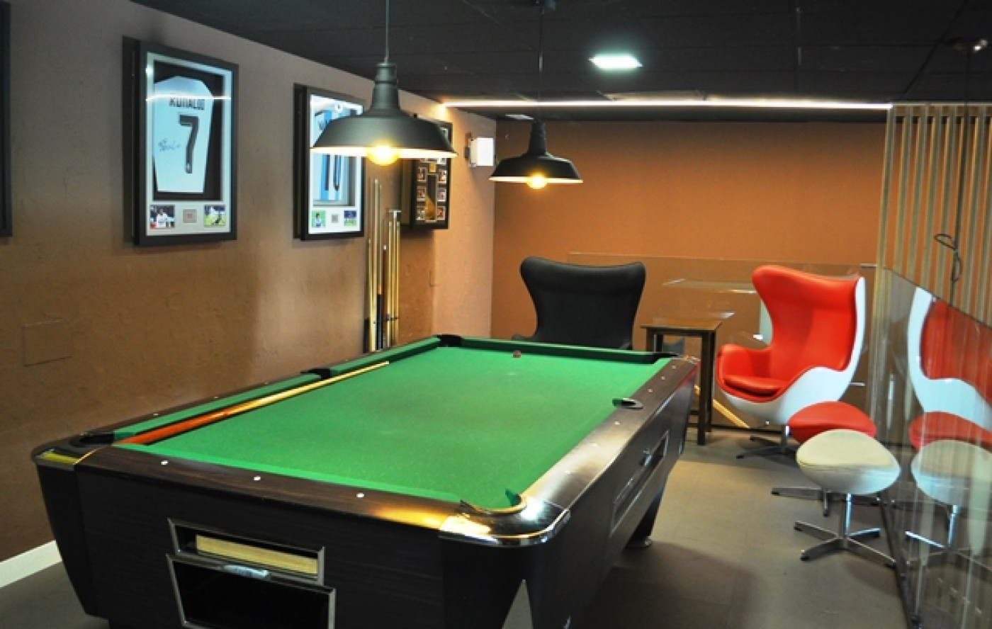 Bar 62 Corvera: eat, drink and relax with live entertainment and sports coverage at this family bar in Corvera