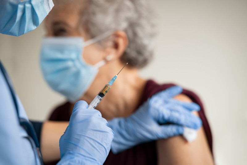 <span style='color:#780948'>ARCHIVED</span> - Andalusia starts administering covid vaccinations to those in their 70s