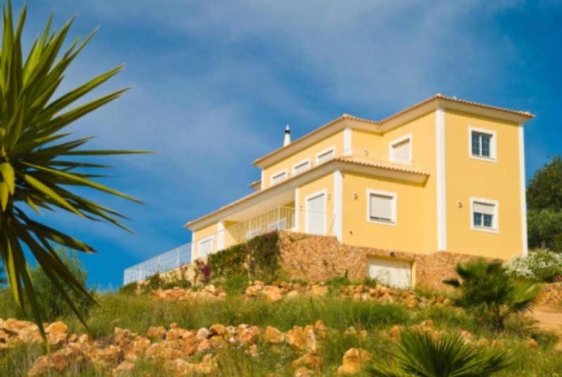 Property sales and mortgage activity drop sharply in the region of Valencia, say registrars