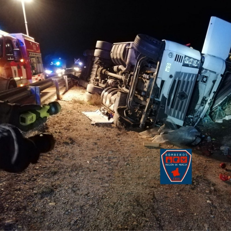 <span style='color:#780948'>ARCHIVED</span> - Lorry driver injured in Puerto Lumbreras as truck overturns on A-7