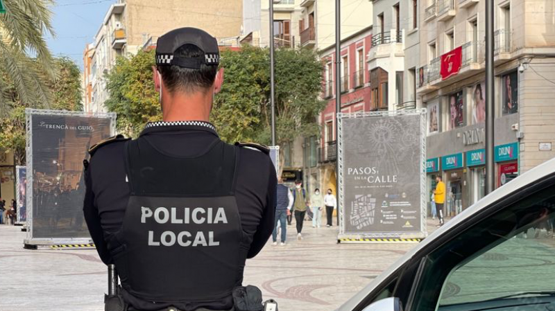 <span style='color:#780948'>ARCHIVED</span> - Owner of 24-hour shop in Elche locks thief inside establishment until police arrive