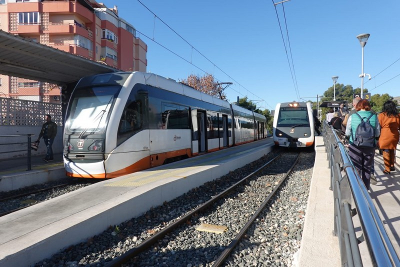 <span style='color:#780948'>ARCHIVED</span> - 17-year-old vandal detained in Alicante for smashing window of TRAM with a beer bottle