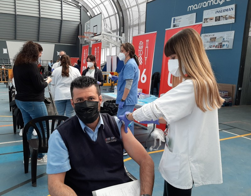 <span style='color:#780948'>ARCHIVED</span> - Spanish government steps in to vaccinate police officers in Catalonia after separatist politics creates vaccine-gap