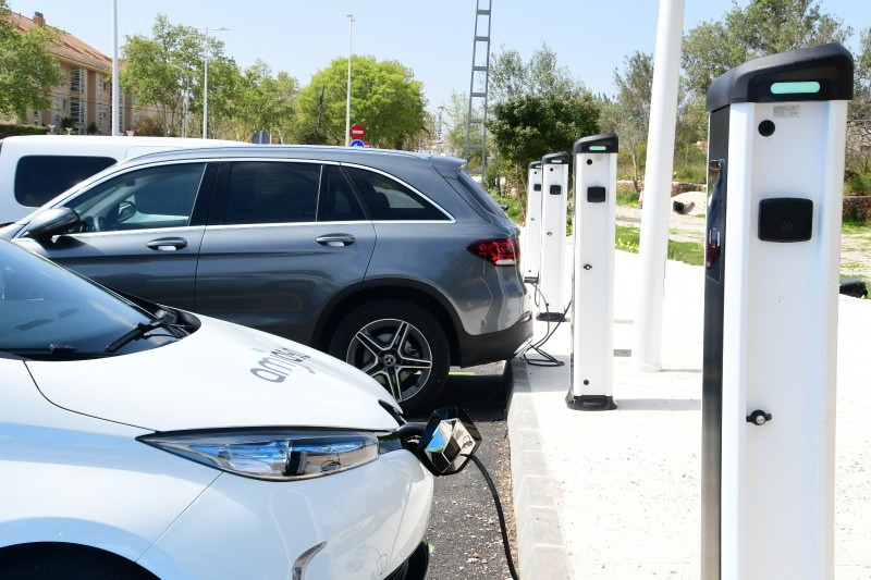 Eight new electric vehicle charging points installed in Almeria port