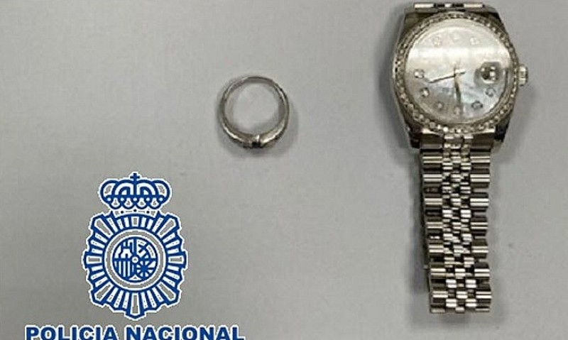 <span style='color:#780948'>ARCHIVED</span> - Swedish tourist arrested at Malaga airport after faking jewellery theft to claim on holiday insurance