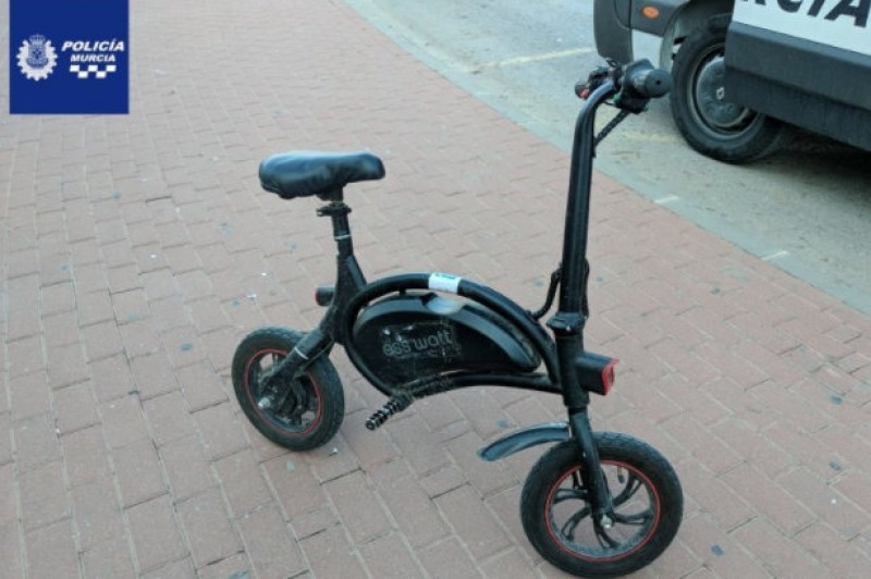 <span style='color:#780948'>ARCHIVED</span> - Murcia electric scooter rider fined after riding on the pavement and without helmet or registration plates
