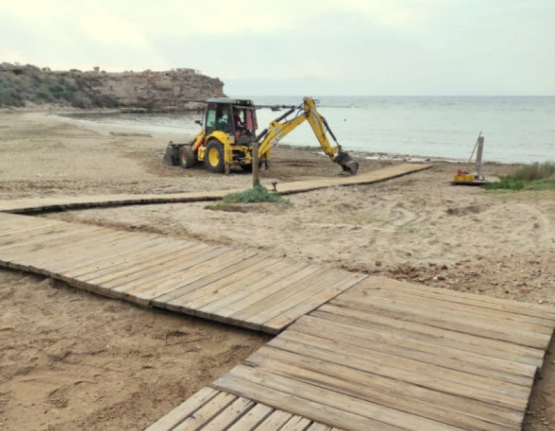 <span style='color:#780948'>ARCHIVED</span> - New beach walkways and foot washers at Águilas beaches