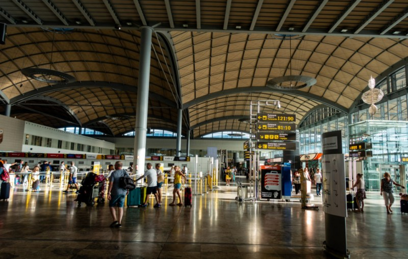<span style='color:#780948'>ARCHIVED</span> - 92 per cent drop in April passenger numbers at Alicante-Elche as the airport awaits international tourists