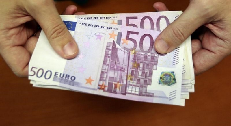 <span style='color:#780948'>ARCHIVED</span> - Cash payments of over 1,000 euros to be outlawed in Spain