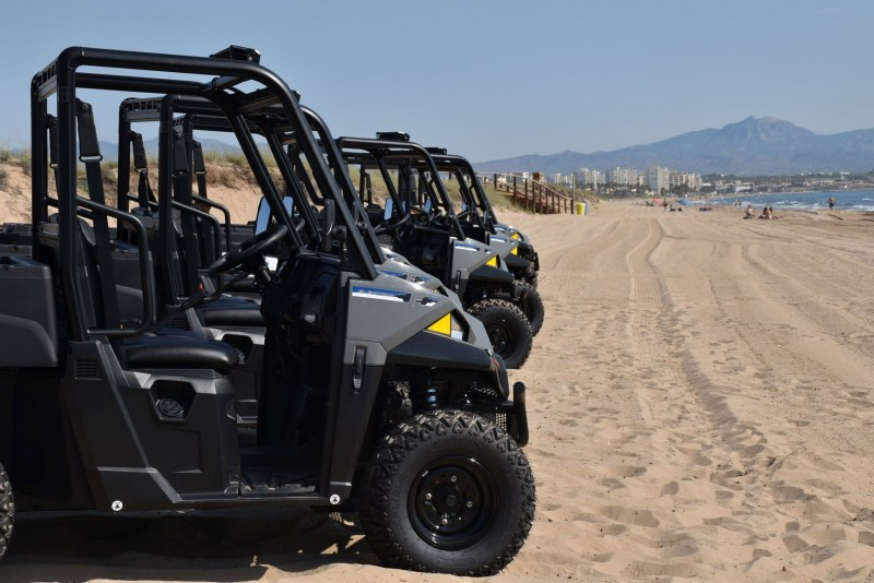 <span style='color:#780948'>ARCHIVED</span> - Elche unveils new heavy duty beach cleaning fleet