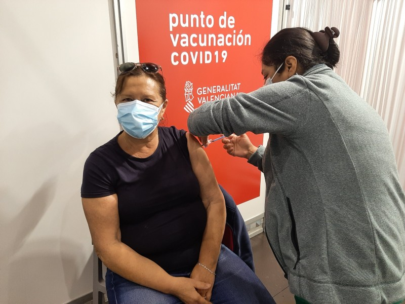 <span style='color:#780948'>ARCHIVED</span> - Spain breaks daily vaccination record again and passes 25 per cent milestone