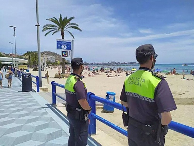 <span style='color:#780948'>ARCHIVED</span> - Five arrested for stealing cash and phones on El Postiguet beach in Alicante