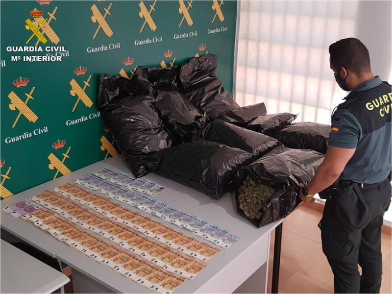 <span style='color:#780948'>ARCHIVED</span> - Motorist arrested in Torrevieja with 23 kilos of marijuana in his car