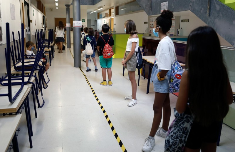 <span style='color:#780948'>ARCHIVED</span> -  Spanish regions want to vaccinate over 12s before new school year starts
