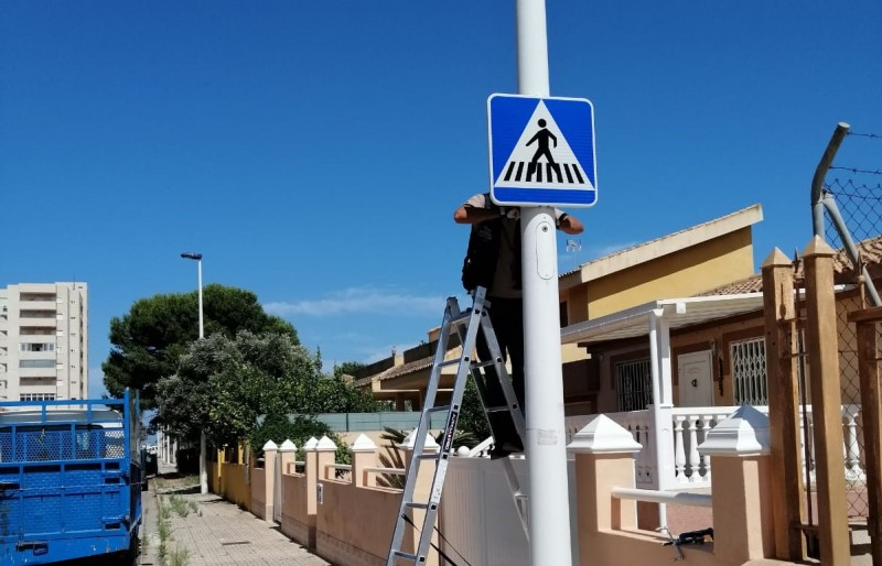 <span style='color:#780948'>ARCHIVED</span> -  New road signs in La Manga and other areas of Mar Menor