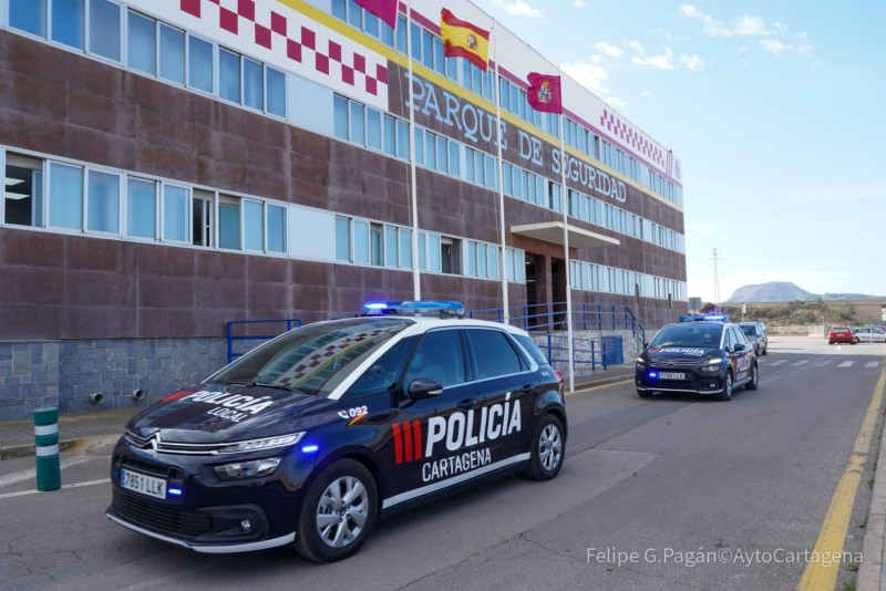 <span style='color:#780948'>ARCHIVED</span> - Drunk arrested after ramming a police car twice in La Manga del Mar Menor