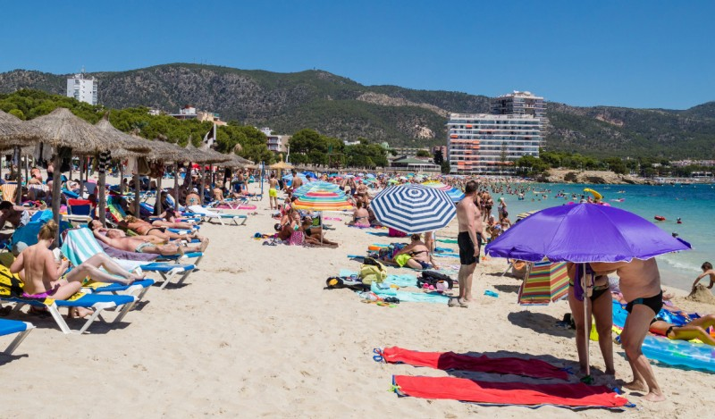 Dutch government adds to Spanish tourism woes and warns against travel to the Balearic and Canary Islands