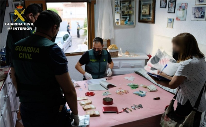 <span style='color:#780948'>ARCHIVED</span> - Arrests as police shut down drug outlets across Alicante province