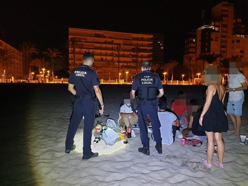 <span style='color:#780948'>ARCHIVED</span> - Botellon street drinking sessions rage on across Alicante province