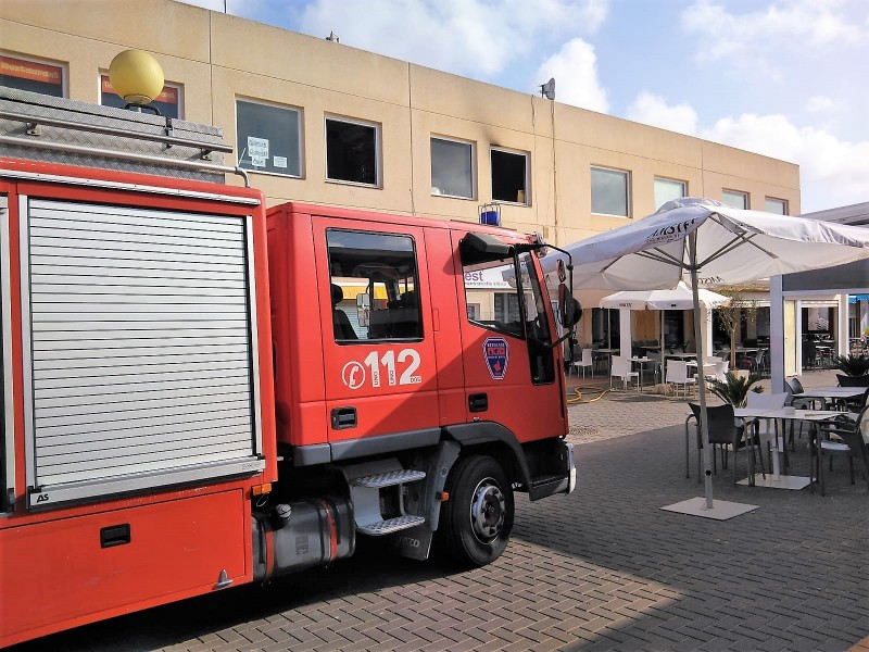 <span style='color:#780948'>ARCHIVED</span> - One man treated for smoke inhalation during fire in Camposol B Sector restaurant
