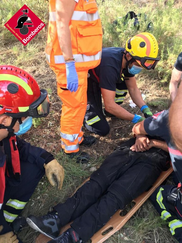 <span style='color:#780948'>ARCHIVED</span> - Motorcyclist thrown down three metre embankment after crash in Alicante
