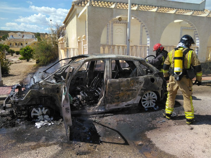 <span style='color:#780948'>ARCHIVED</span> - Firemen extinguish vehicle fire on Camposol Urbanisation