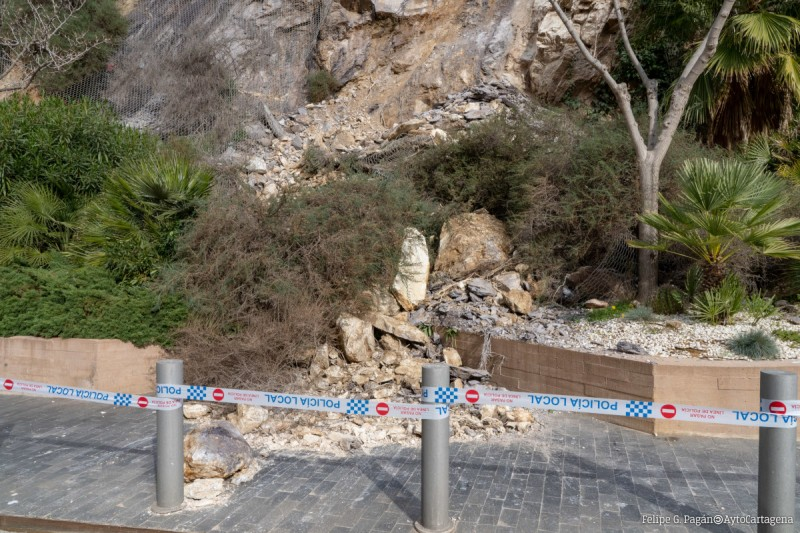 <span style='color:#780948'>ARCHIVED</span> - Work finally begins to prevent further rockfalls near to Panoramic Lift in Cartagena