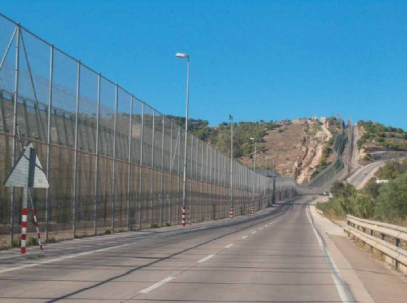 <span style='color:#780948'>ARCHIVED</span> - Spain and Morocco prevent large group of migrants from entering Melilla
