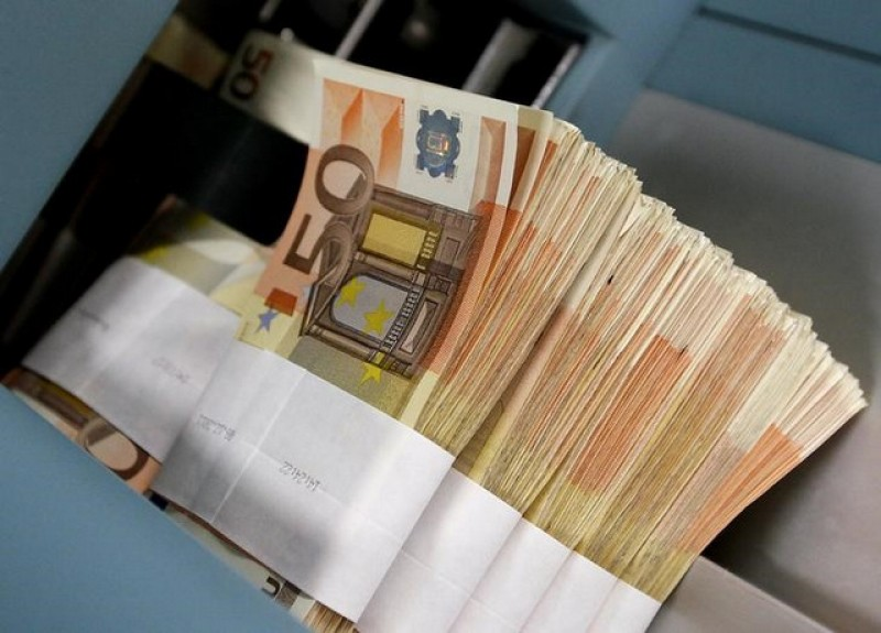 <span style='color:#780948'>ARCHIVED</span> - Spain increases the minimum wage to 965 euros per month