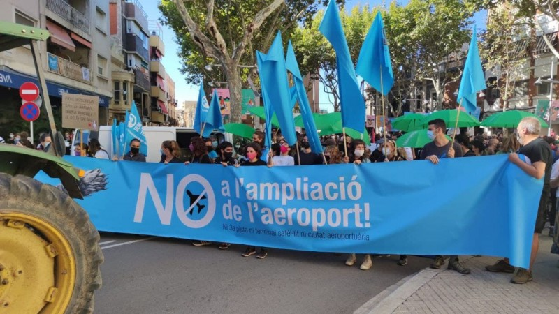 <span style='color:#780948'>ARCHIVED</span> - Thousands join protests in Barcelona, Madrid and Mallorca against expansion of airports